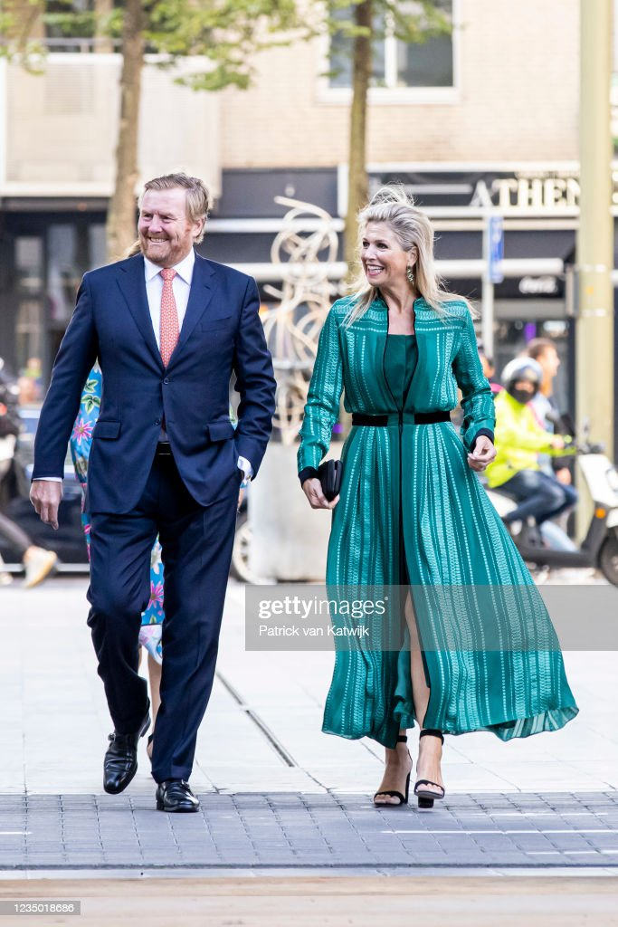 King Willem-Alexander Of The Netherlands And Queen Maxima Open The Amare Cultural House In The Hague : Nieuwsfoto's