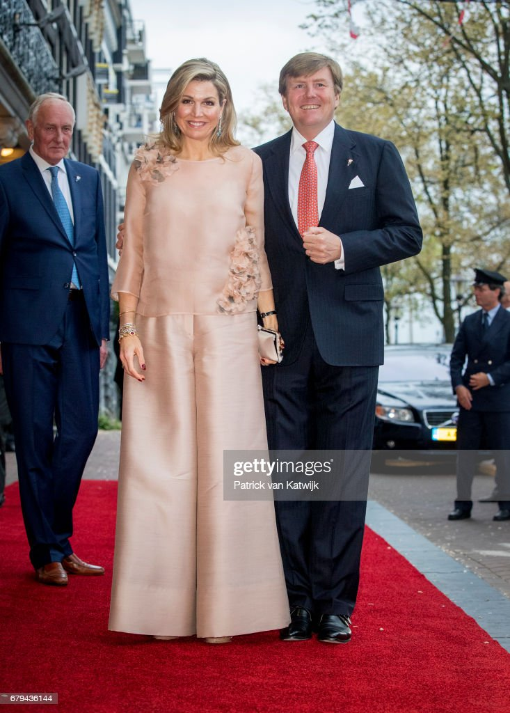 King Willem-Alexander and Queen Maxima at the liberation day concert at the Amstel in Amsterdam : Nieuwsfoto's