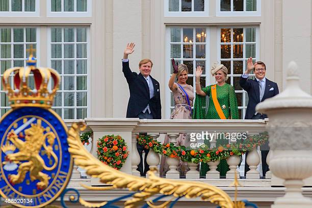 King Willem-Alexander and Queen Máxima waving to the public