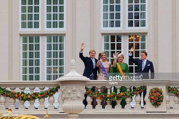 king willem-alexander and queen máxima waving to the public - noordeinde palace stock pictures, royalty-free photos & images
