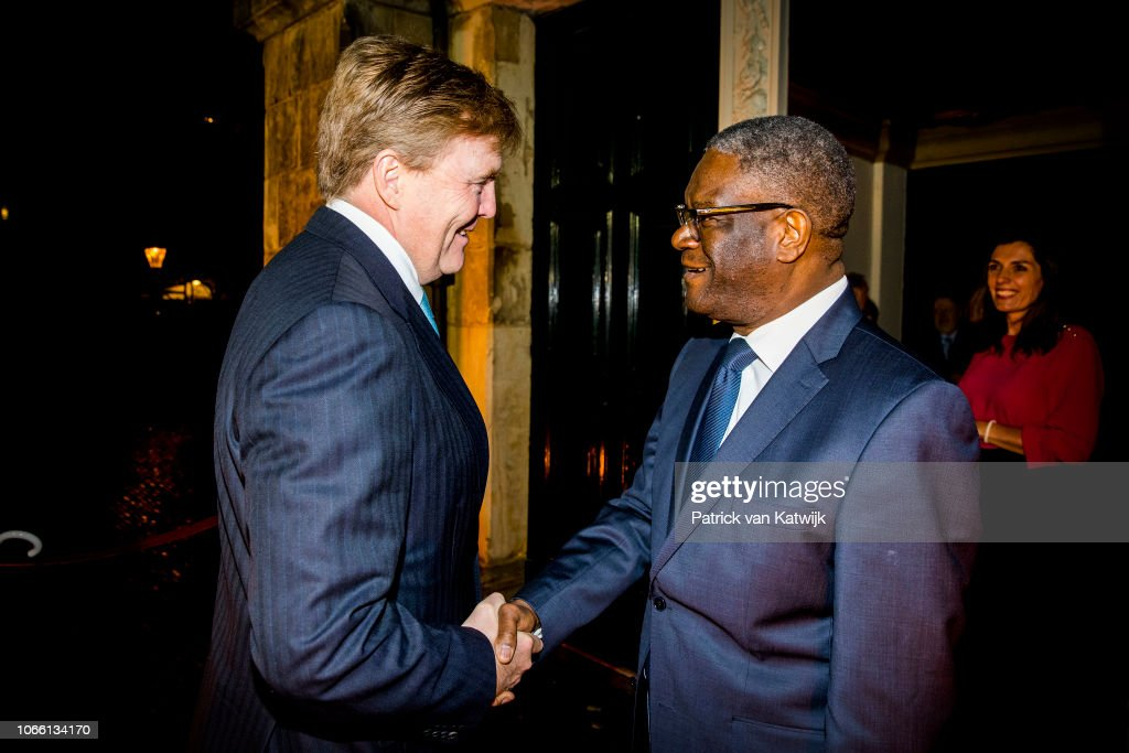 King Willem-Alexander of The Netherlands And Grand Duchess Maria Teresa of Luxembourg Attend The Mukwege Symposium at The Hague : Nieuwsfoto's