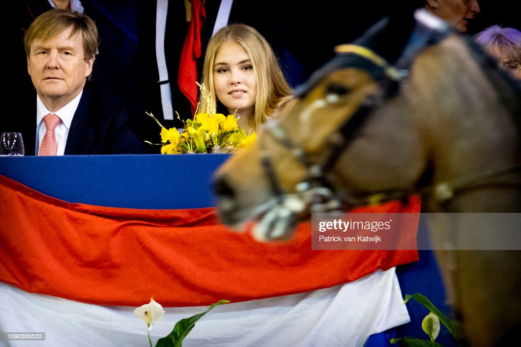 King Willem-Alexander Of The Netherlands And Princess Amalia Of The Netherlands Attend The Amsterdam Jumping : Nieuwsfoto's
