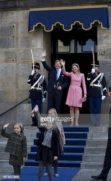 King Willem-Alexander of The Netherlands and Queen Maxima and their children wave to the crowd after a breakfast with the guests still present in the...