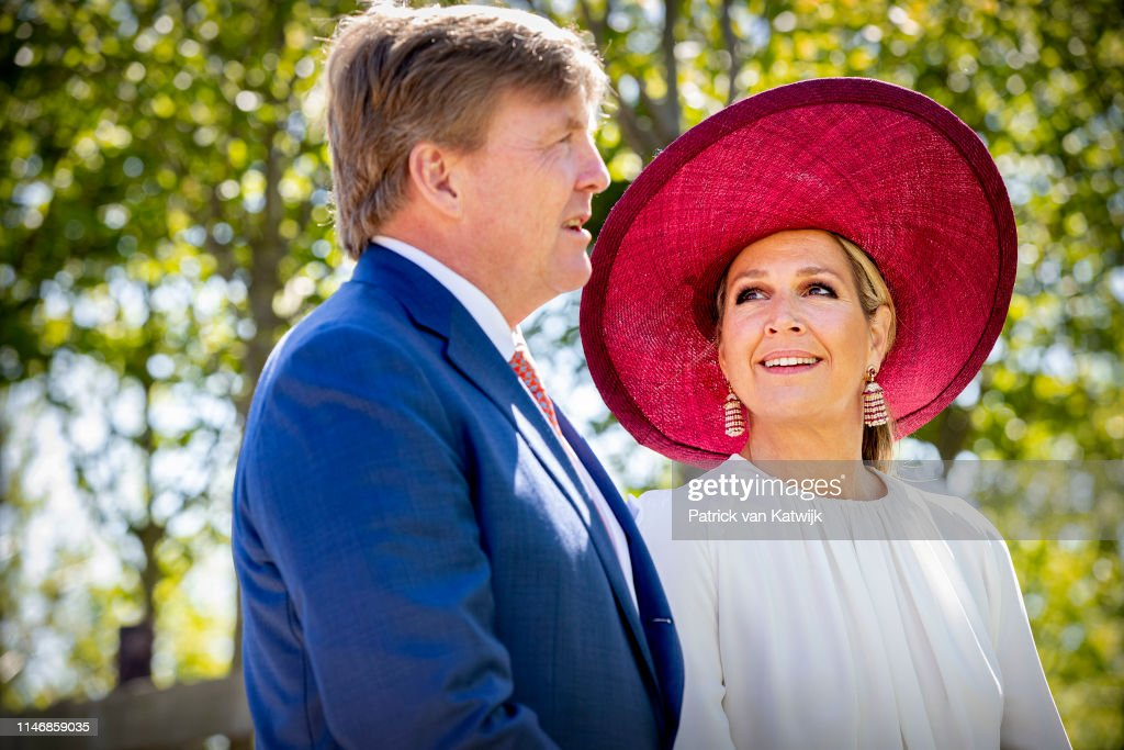 King Willem-Alexander Of The Netherlands & Queen Maxima Of The Netherlands Visit Betuwe : Nieuwsfoto's