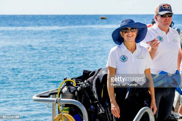 King WillemAlexander of The Netherlands and Queen Maxima of The Netherlands during a diving experience at Saba Day on December 01 2017 in The Bottom...