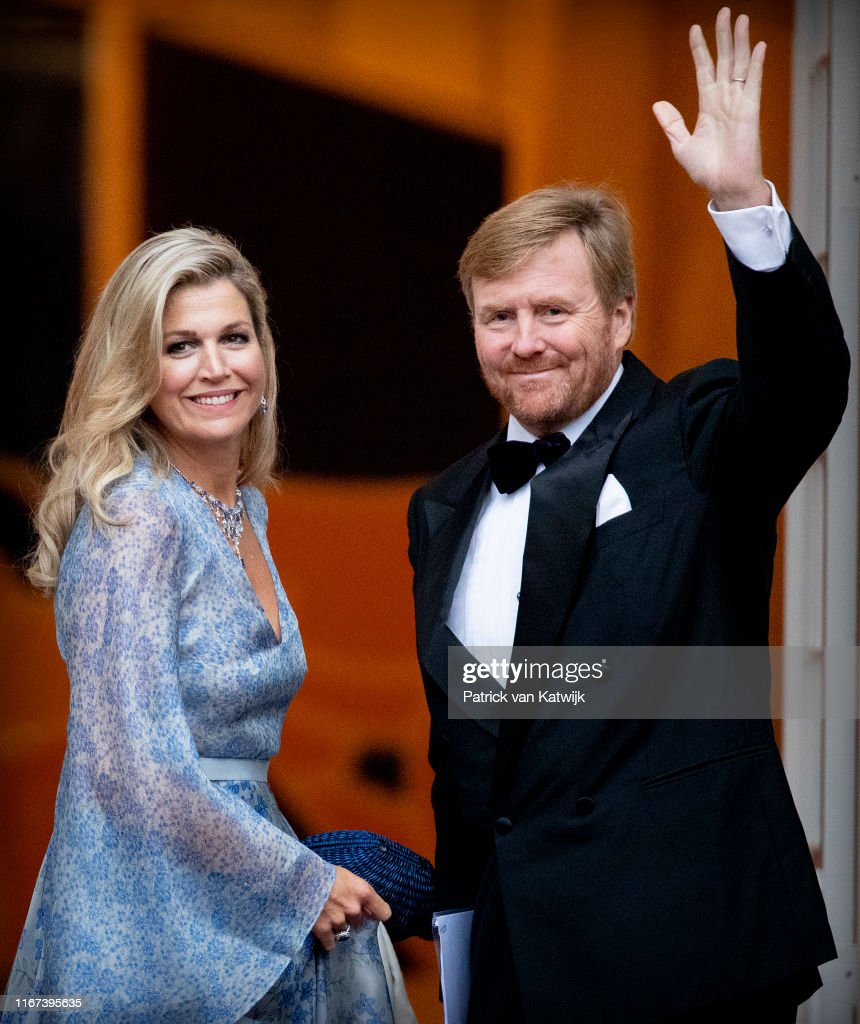 King Willem-Alexander Of The Netherlands And Queen Maxima Host Gala Diner For Council At Noordeinde Palace : Nieuwsfoto's