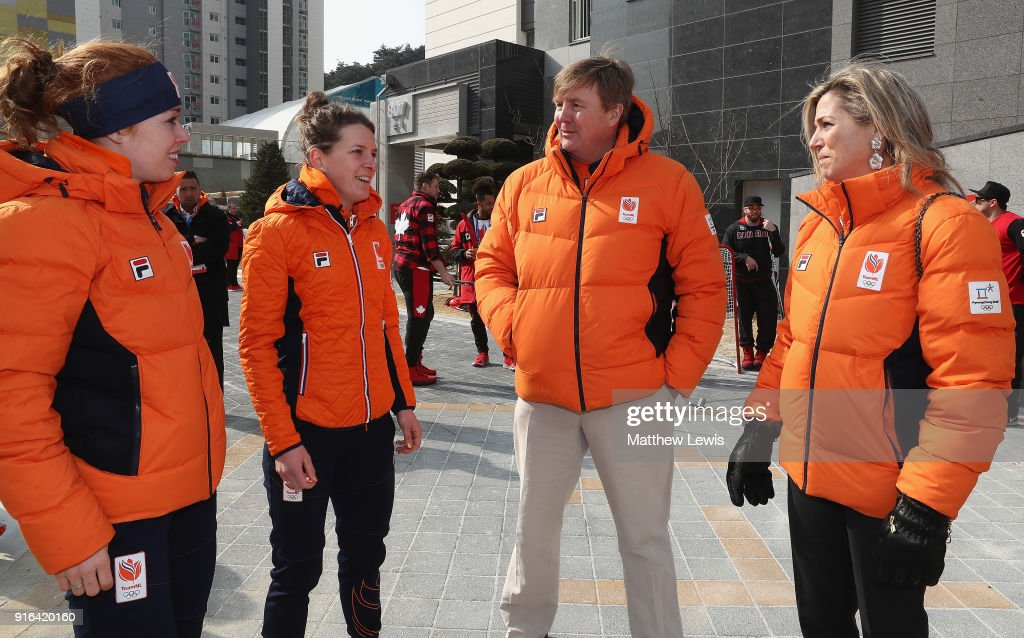 Around the Games: Day 1 - Winter Olympic Games : Nieuwsfoto's