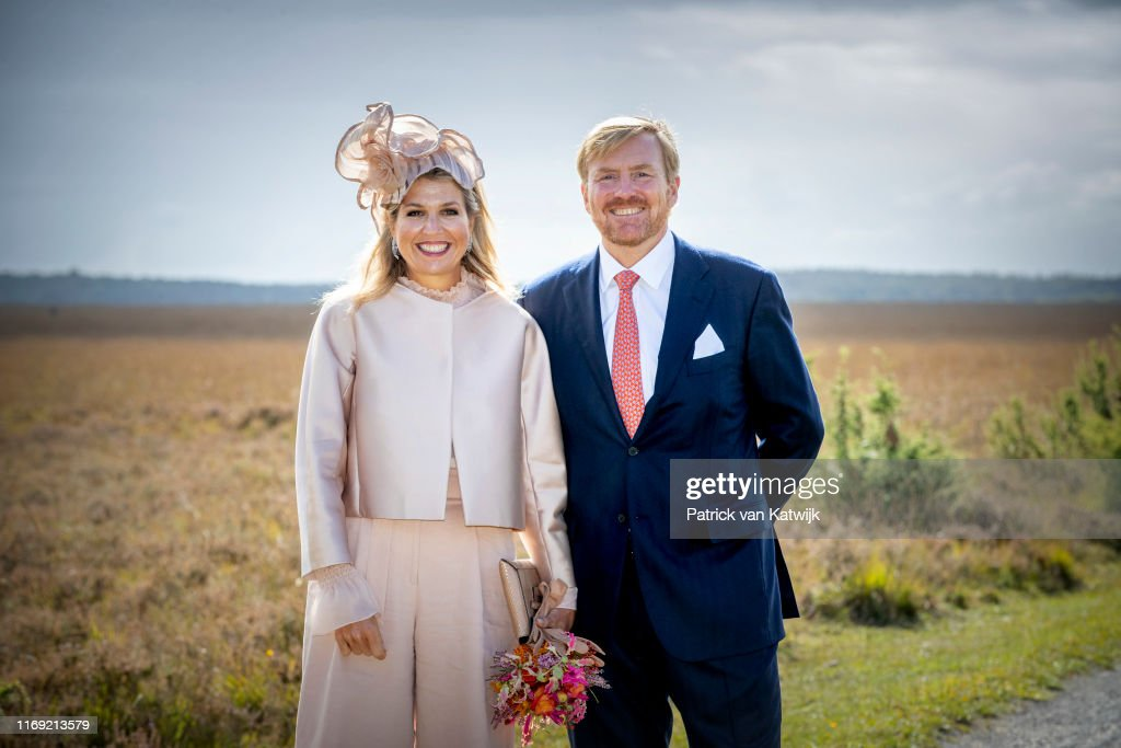 King Willem-Alexander Of The Netherlands and Queen Maxima Of The Netherlands Visit Drenthe Province : Foto jornalística