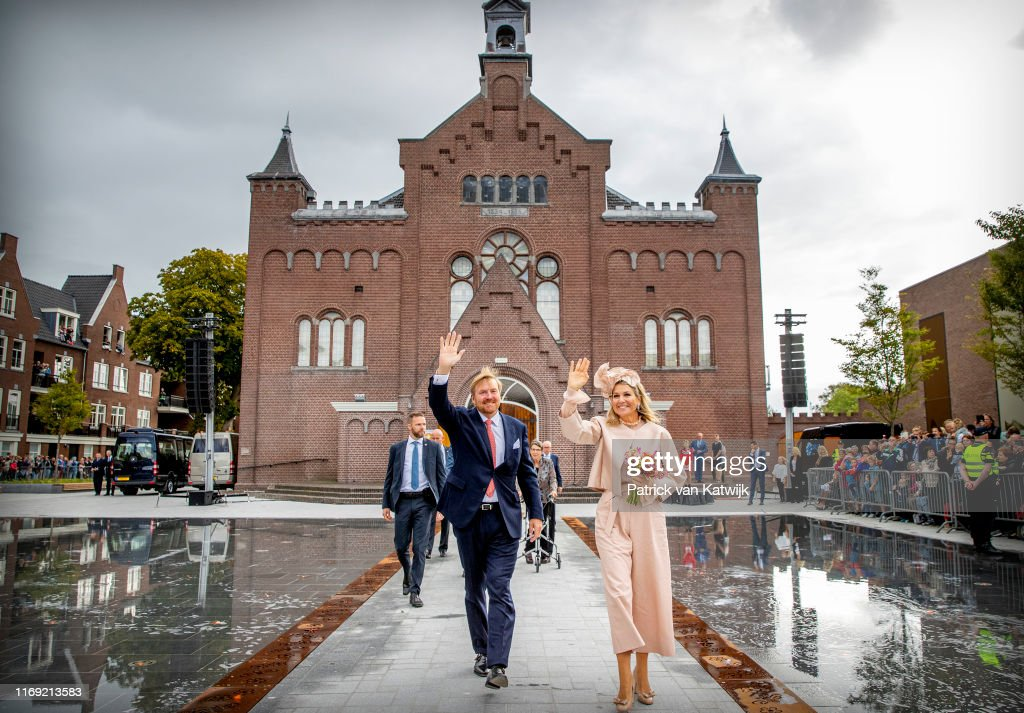 King Willem-Alexander Of The Netherlands and Queen Maxima Of The Netherlands Visit Drenthe Province : ニュース写真