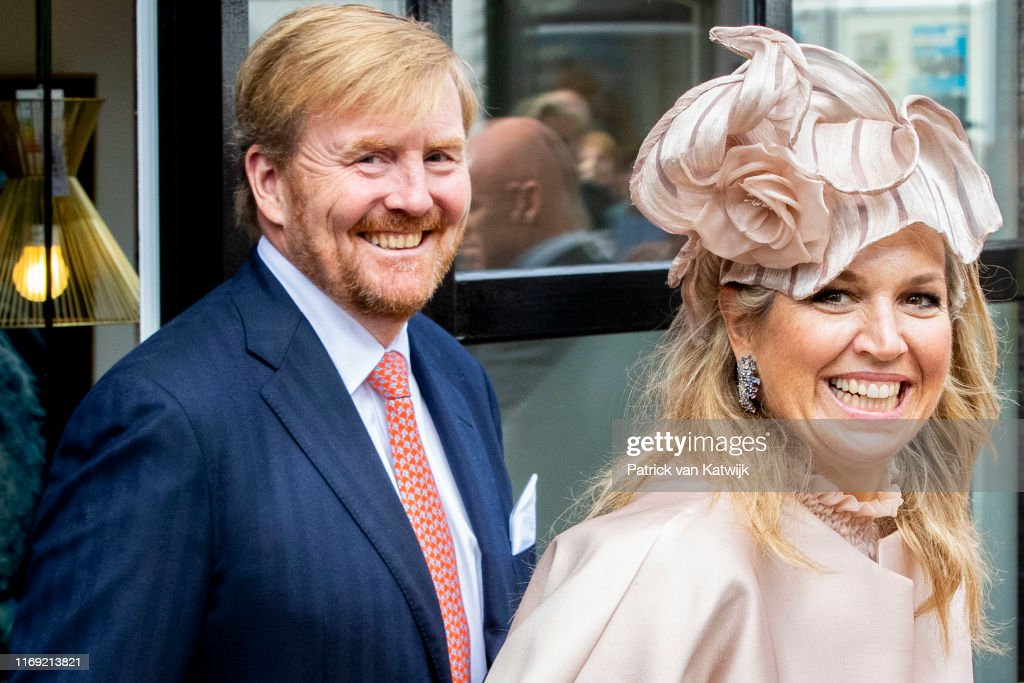 King Willem-Alexander Of The Netherlands and Queen Maxima Of The Netherlands Visit Drenthe Province : Fotografia de notícias