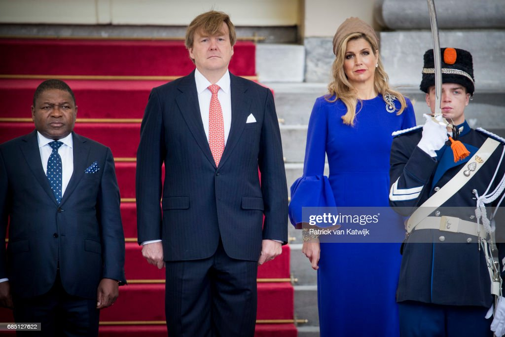 King Willem-Alexander Of The Netherlands & Queen Maxima Welcome The President of Mozambique To The Hague : Nieuwsfoto's