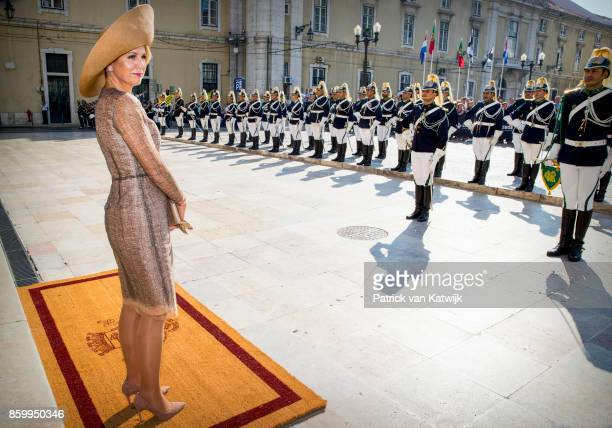 King WillemAlexander of The Netherlands and Queen Maxima of The Netherlands visit mayor Fernando Medina of Lissabon at Camara Municipal de Lisboa on...