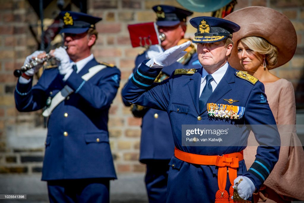 King Willem-Alexander Of The Netherlands And Queen Maxima he Netherlands Attend A Military Ceremony Of The Willemsorde : Nieuwsfoto's