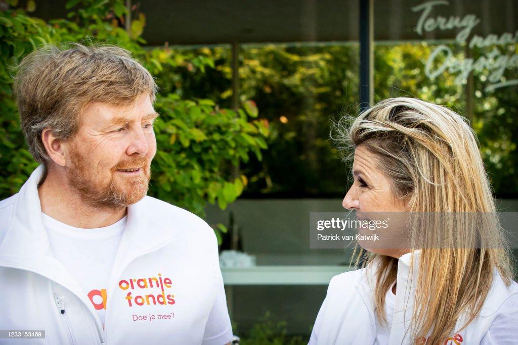 King Willem-Alexander And Queen Maxima Attend Volunteer Campaign NLDoet : Nieuwsfoto's