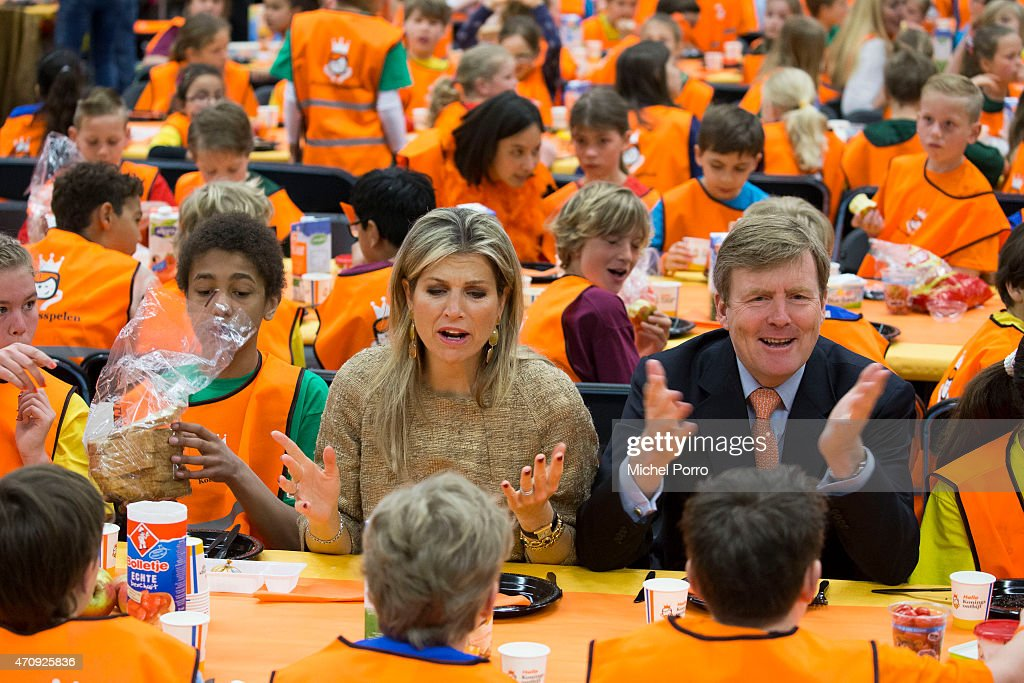 King Willem-Alexander and Queen Maxima Of The Netherlands Attend King's Day Games : Fotografia de notícias