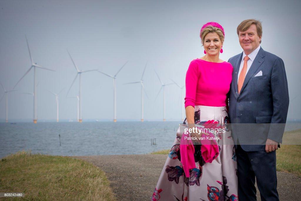King Willem-Alexander Of The Netherlands & Queen Maxima visit The  Noord-Oost Flevoland Region : Nieuwsfoto's