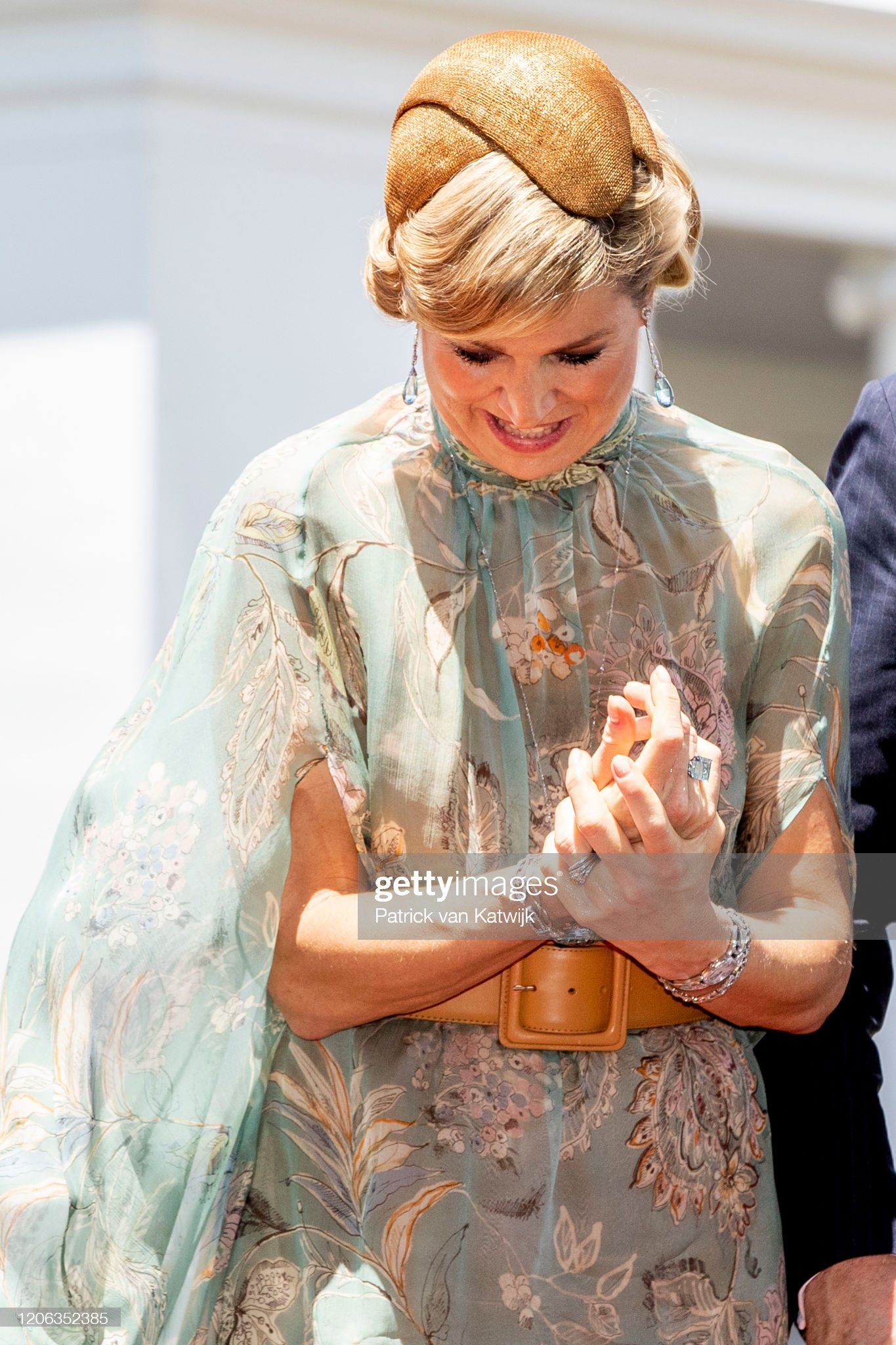 https://media.gettyimages.com/photos/king-willemalexander-of-the-netherlands-are-welcomed-by-president-picture-id1206352385?s=2048x2048