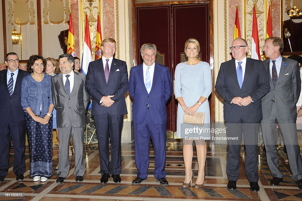 King Willem-Alexander and Queen Maxima of the Netherlands Visit The House of Parliament in Madrid : News Photo