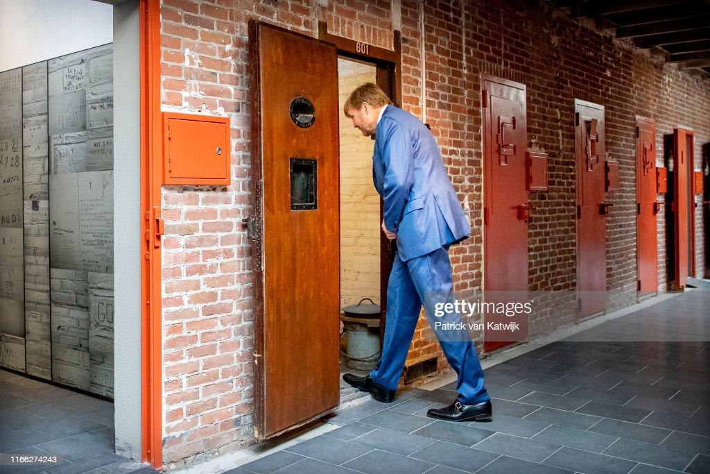 King Willem-Alexander opens oranjemonument : Nieuwsfoto's