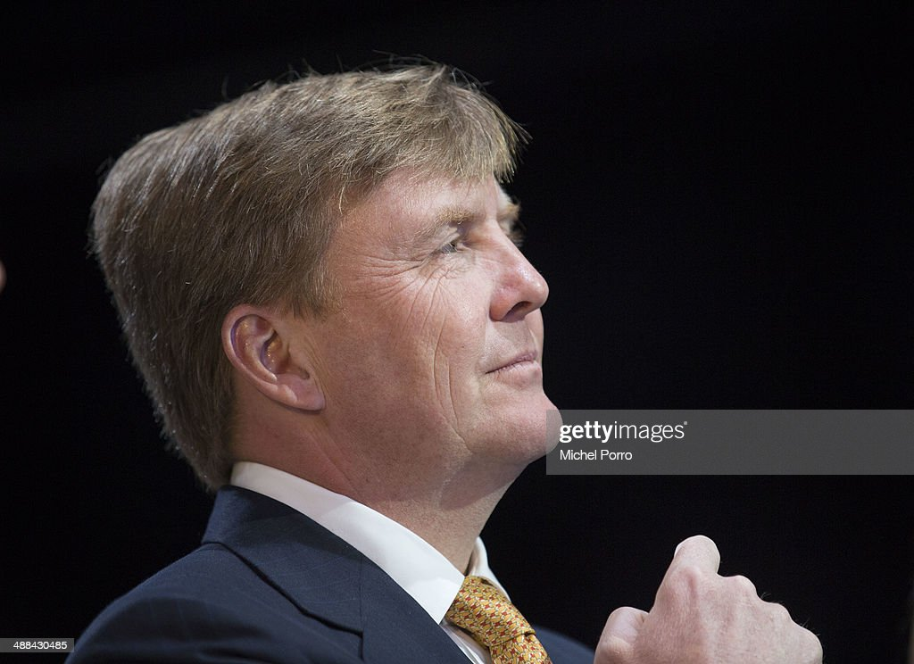 King Willem-Alexander And Queen Maxima Of The Netherlands On Achterhoek Provincial Tour In Ulft : Nieuwsfoto's