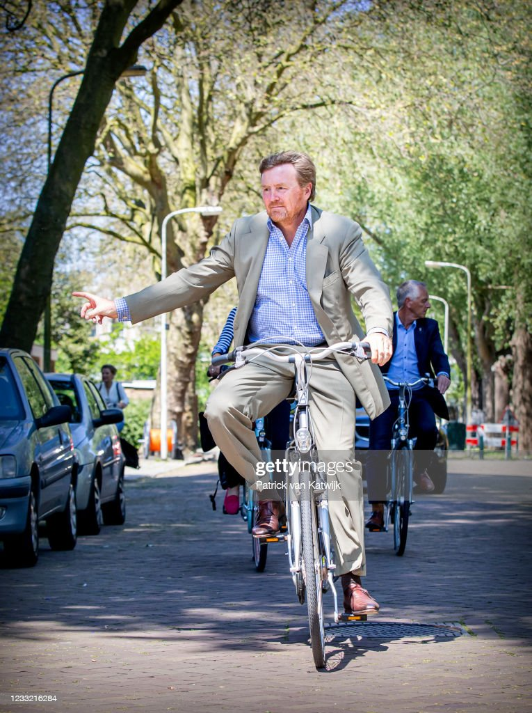 King Willem-Alexander Of The Netherlands Visits His Neighbourhood By Bicycle : Nieuwsfoto's