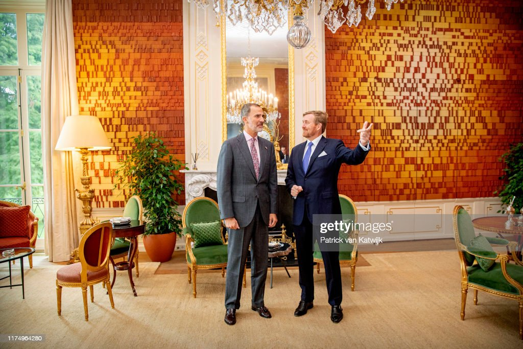 King Willem-Alexander Of The Netherlands Welcomes King Felipe Of Spain at Palace Huis Ten Bosch 10 October : News Photo