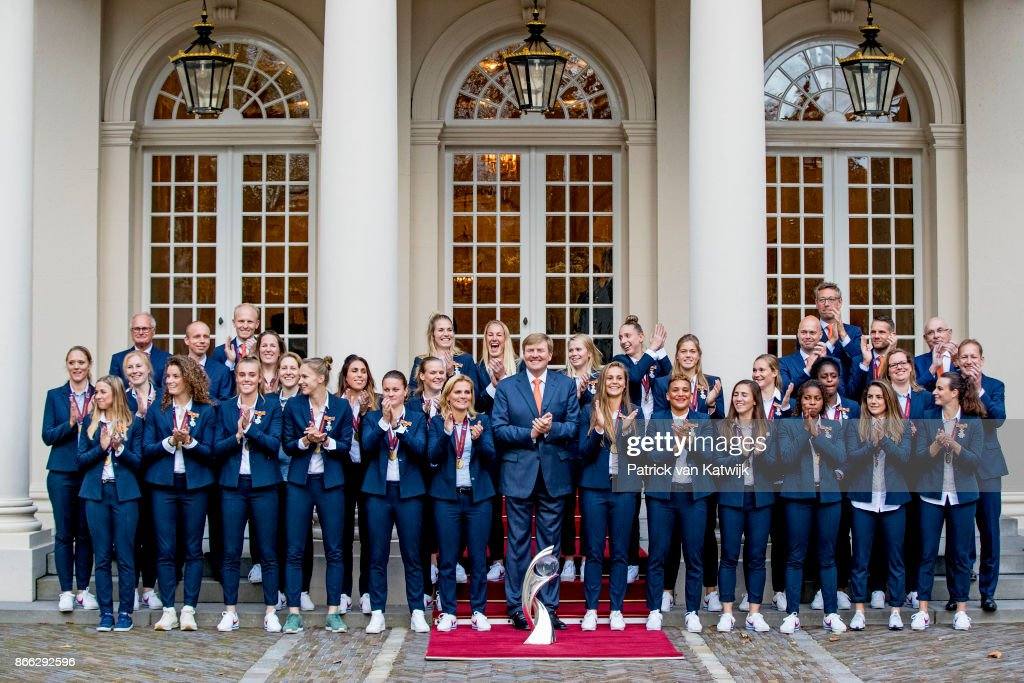 King Willem-Alexander Of The Netherlands Welcomes European Football Cup Winners For Ladies At  Noordeinde Palace in The Hague : Nieuwsfoto's