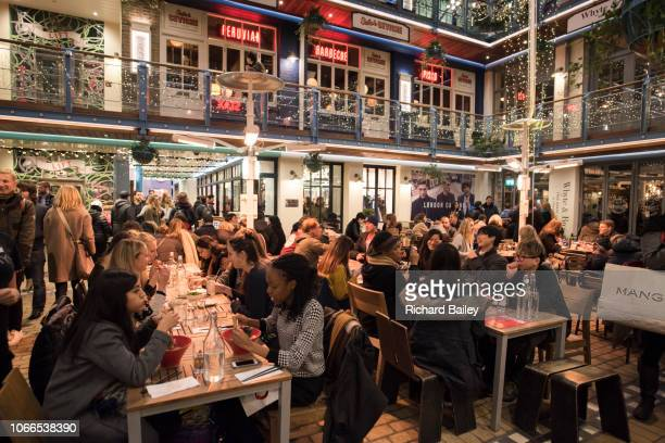 kingly court at christmas, carnaby street, london - the mall westminster stock pictures, royalty-free photos & images