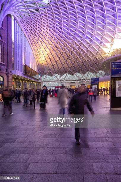 kings cross y de la estación st pancras - entrelazado fotografías e imágenes de stock