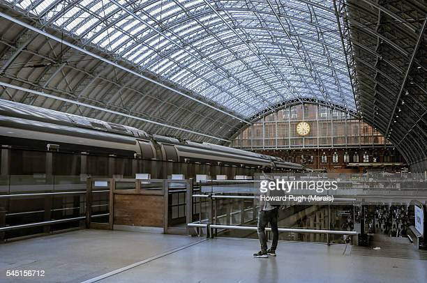 kings cross international railway station - railroad station stock pictures, royalty-free photos & images