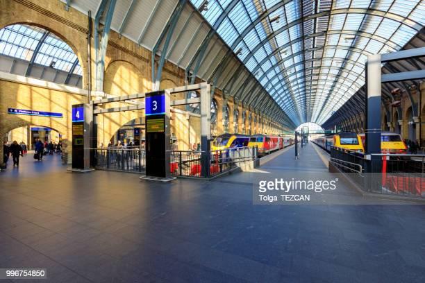 キングス ・ クロス ・ セント ・ パンクラス駅 - キングスクロス駅 ストックフォトと画像