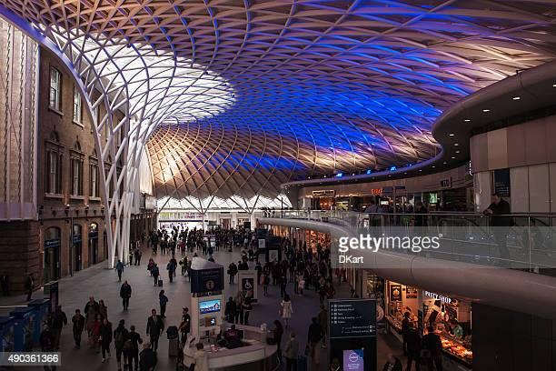 キングスクロス駅でロンドン - キングスクロス駅 ストックフォトと画像