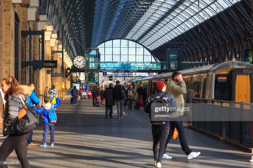 Kings Cross Station Platform 9 34 Harry Potter High Res
