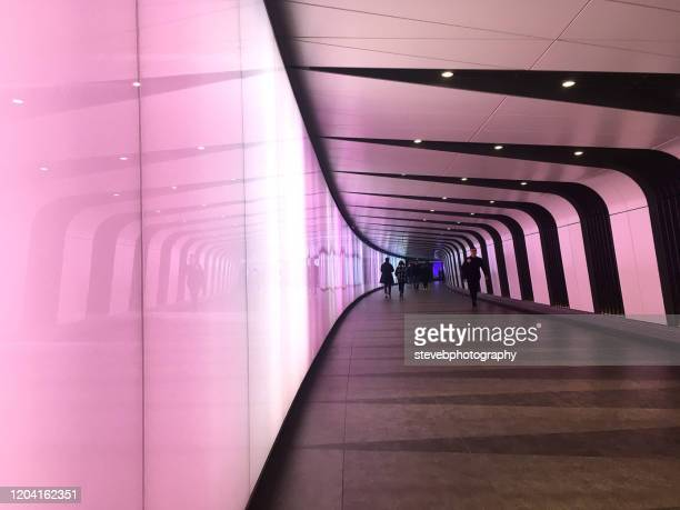 kings cross underground - stevebphotography stock pictures, royalty-free photos & images