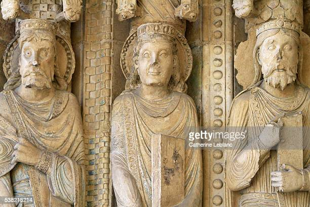 kings of the old testament statues. details. faces. south portal. (12th century). st. stephen's cathedral. - bourges imagens e fotografias de stock