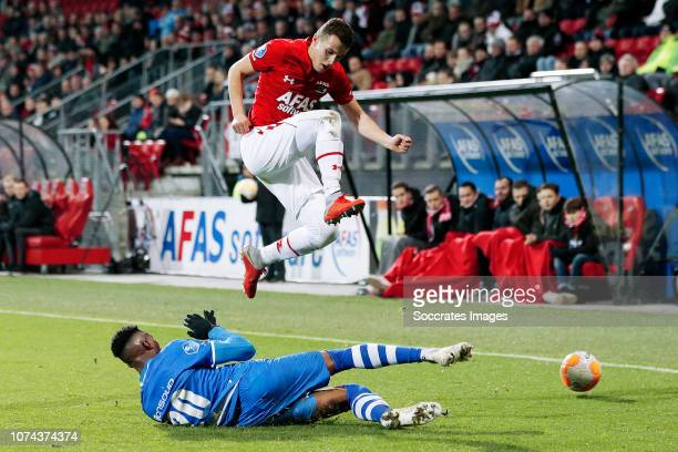 Kingsley Ehizibue of PEC Zwolle Oussama Idrissi of AZ Alkmaar during the Dutch KNVB Beker match between AZ Alkmaar v PEC Zwolle at the AFAS Stadium...