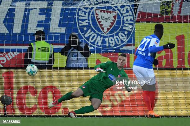Kingsley Schindler of Kiel scores his team's first goal from the penalty spot against goalkeeper Kevin Mueller of Heidenheim during the Second...