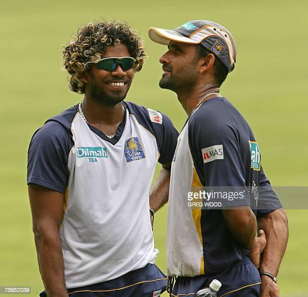 Sri Lankan cricketer Lasith Malinga talks with Marvan Atapattu before a training session at Sabina Park staduim in Kingston in Jamaica, 23 April...