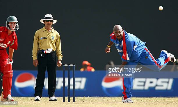 Kingstown, SAINT VINCENT AND THE GRENADINES: Zimbabwe's Sean Williams looks on as Bermuda's Dwayne Leverock bowls at Arnos Vale sports ground during...