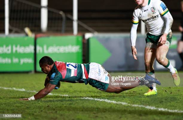 Kini Murimurivalu of Leicester Tigers dives over to score his side's third try during the Gallagher Premiership Rugby match between Leicester Tigers...