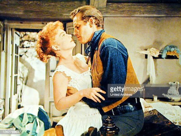Kino Charlton Heston Anne Baxter Colt Saunders kehrt aus dem Buergerkrieg auf seine Ranch zu seiner Frau Lorna zurueck Die Geruechte vom...