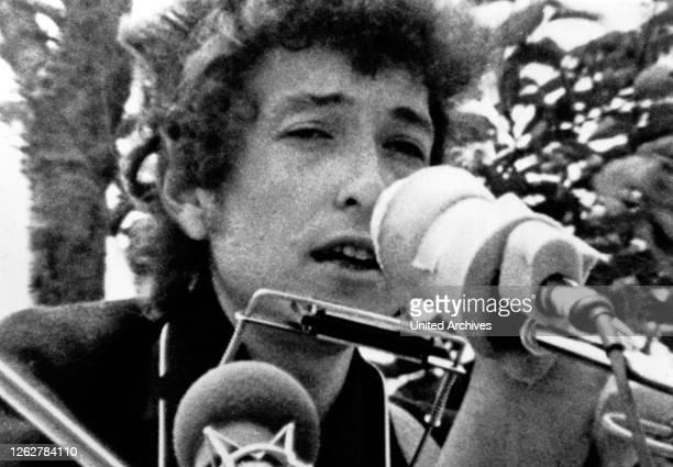 Kino. Der amerikanische Folk- und Rockmusiker und Lyriker Bob Dylan, 1960er Jahre. American folk and rock singer Bob Dylan, 1960s.