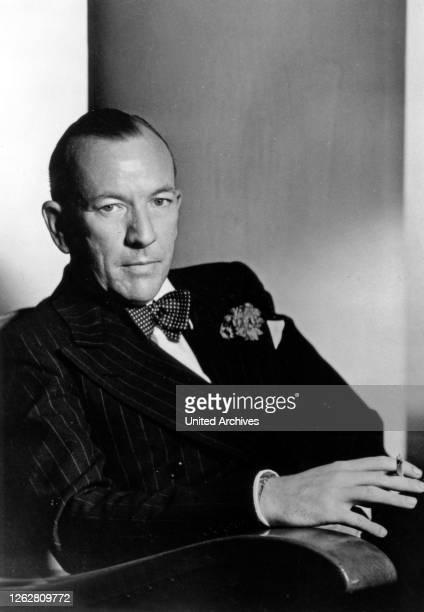 Kino. Der britische Schauspieler, Schriftsteller und Komponist Noel Coward, Ende, 1940er Jahre. British actor, author and composer Noel Coward, late,...
