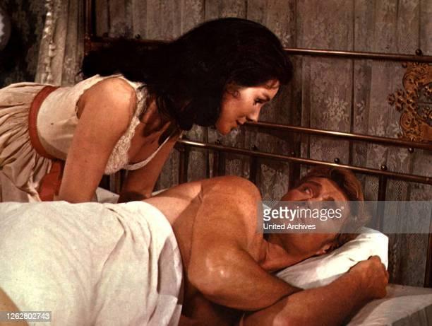 Kino. Der Tag der Abrechnung, USA Regie: Bernard McEveety, KATHRYN HAYS, CHUCK CONNORS, Stichwort: Bett.