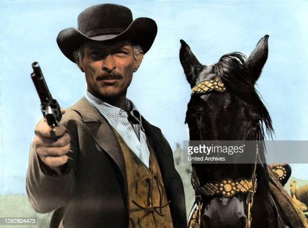 Kino. Der Tod ritt dienstags, IT Regie: Tonino Valerii, LEE VAN CLEEF, Stichwort: Revolver, Hut, Pferd.