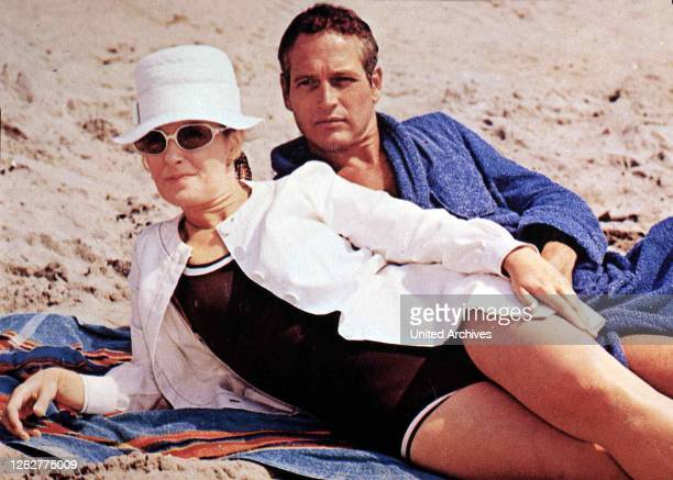 Kino. Indianapolis, 1960er, 1960s, Badeanzug, Fashion, Film, Hut, Paar, Sonnenbrille, Strand, Winning, beach, couple, hat, sand, sun glasses,...