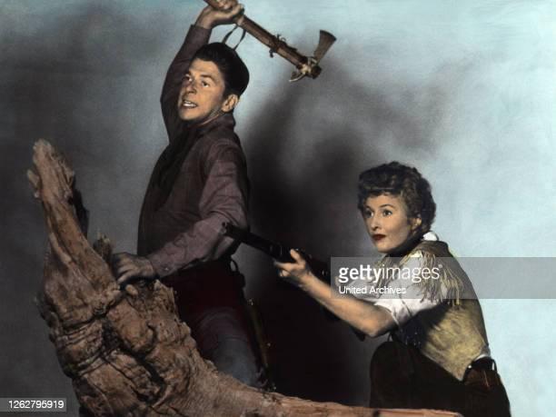 Kino Königin der Berge USA Regie Allan Dwan RONALD REAGAN BARBARA STANWYCK Stichwort Axt Beil Gewehr Waffe