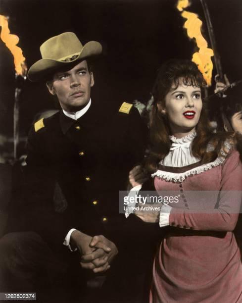 Kino. Vierzig Wagen westwärts, USA Regie: John Sturges, JIM HUTTON + PAMELA TIFFIN, Stichwort: Fackeln, Uniform.
