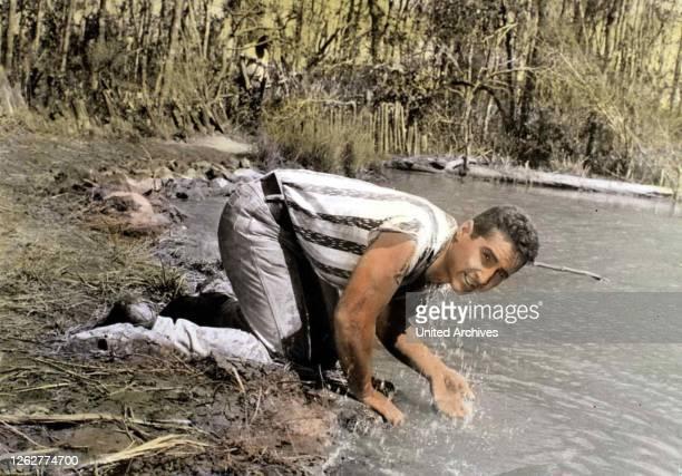 Kino. Weit Ist Der Weg, 1960er, 1960s, Film, Fluss, Fluß, River, Weit Ist Der Weg, wasser, water, Weit Ist Der Weg, 1960er, 1960s, Film, Fluss, Fluß,...