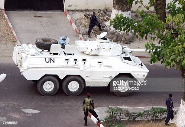 Kinshasa, Democratic Republic of the Congo: An armoured UN vehicle, a South African Ratel 90, of the MONUC drives past guards of incumbent President...